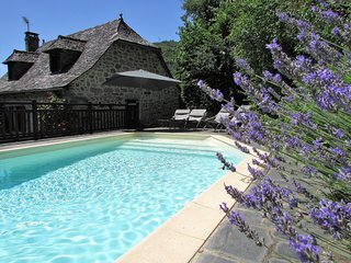 Izaguette, lovely renovated lakeside village house sleeps 8 with private pool