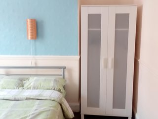 4 Bed House for 1-9 guests, Liverpool, Near Centre