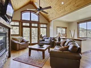 Slopeside 3 Story Luxury Villa - FREE Activities/Fantastic Views/Ski Shuttle