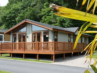 Exclusive Lodge, Peaceful Location, Walk to Beach