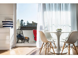 Chic apartment footsteps from Manly Beach