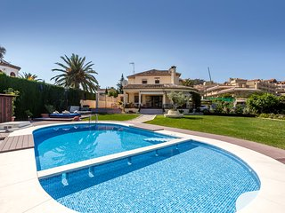 Villa in Nueva Andalucia with football pitch