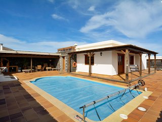 San Bartolome Holiday Villa 11357
