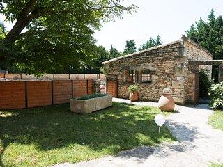 Mas Serenity, mas de charme en pierres seches avec piscine chauffee et barbecue.