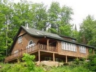 LUXURY LODGE BY LAKE  ALL WHITE MTN ATTRACTIONS !!