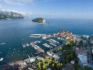 Lovely 2 Bedroom Apartment in Center of Budva