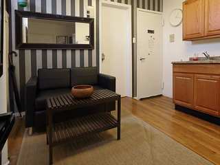 3 Bedroom Sunny Apartment , Little Italy