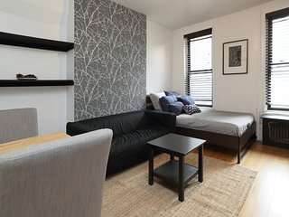 Sunny  Furnished Studio ,Heart of Soho