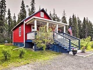 Serene Fairbanks Cottage w/Garden on Chena River!