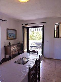 H(10+4): dining room