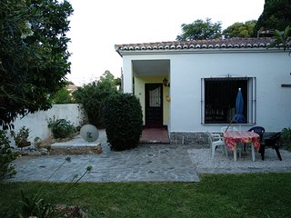 House with garden in Torremolinos.Close to center and beach.With barbacue and gr