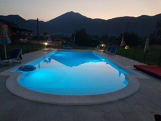 appartements, piscine dans une villa, avec vue sur le Monte Cassino