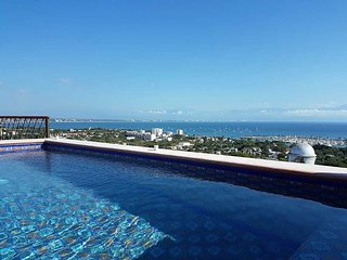 The Mar Suite has views of the  bay, Luxury 1 BR 1 Bath with rooftop pool  and a