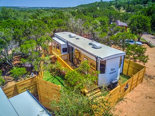 Texas Hill Country Camper(s) - Pool Access