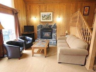 Chalet w/ WiFi, Fireplace, Balcony, Resort Pool, Hot Tub, Gym & Business Center