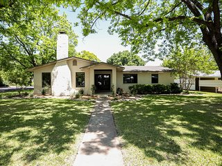 Bevin's Haus   Fredericksburg Vacation Rental