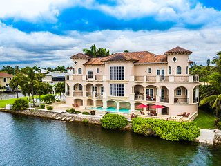 Waterfront Mansion Luxury House Hot Tub Pools.