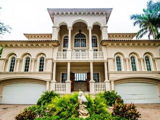 LUXURY Villa Pine AV Naples Florida Pool 6 Bedrooms Private Residence