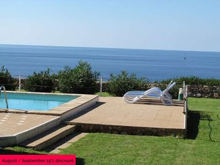 Villa on the seafront and cliff. Cala Pi. 6 pax. 3 bedrooms. Private pool,AIR CO