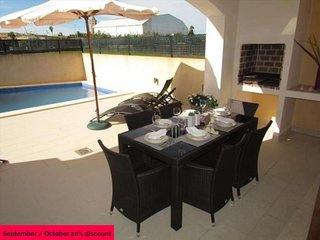 House with pool in Son Carrio. 6 people, 3 rooms. Satellite TV. Majorca. - Free