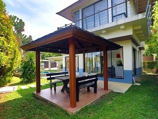 Villa 3 bedrooms In Secured Estate Facing Golf In Kathu, Phuket