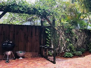 Coconut Grove Bungalow - Lush 2BD/2BA With Pool - Sleeps 6