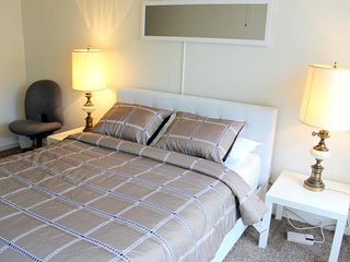 Elegant & Comfy 1/2 mile From UF & College of Law