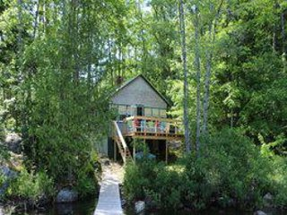 Seclusion and simple living - 2br cottage - swimming, kayaking, and fishing!