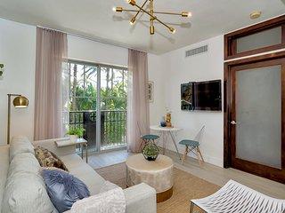 Best Fully Renovated luxury suite Ocean Drive