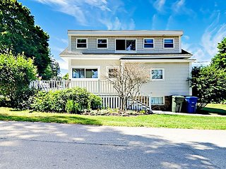 Newly Renovated 2BR Cottage w/ Bay Views, Seconds from the Beach
