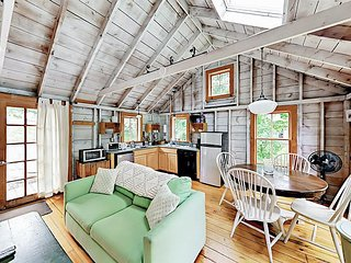 1BR+Loft Maine Cottage, South Bristol- Walk to the Harbor & Fisherman's Co-op