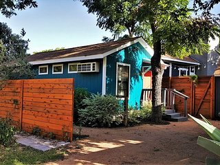 South Austin Gem Cottage – Walk to Downtown, SoCo, Zilker and More