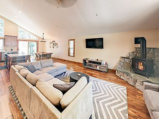 Spacious Newly Built 4BR with Hot Tub - Alpine Getaway - Minutes to Heavenly