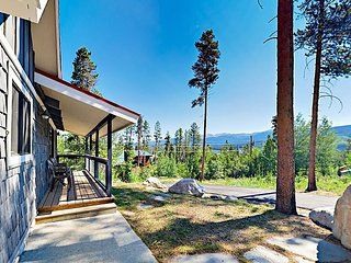3BR Mountain-View Home with Hot Tub, 10 Mins. to Winter Park Resort