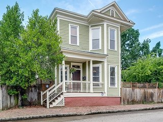 Beautiful Victorian 3BR Near Forsyth Park - Private Outdoor Oasis w/ Koi Pond