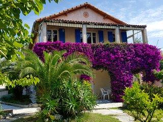 Studio dans villa, proche plage, grande terrasse de charme, 30m2, 4pers.