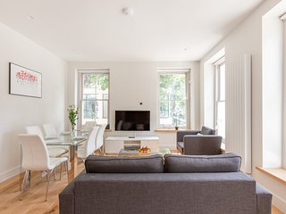 CLASSIC 3BR FLAT IN THE HEART OF FITZROVIA – SOHO