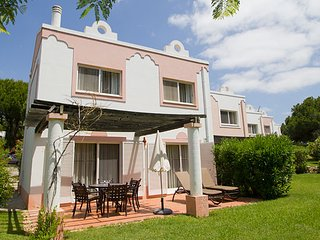 Quinta do Lago Villa Sleeps 6 with Pool Air Con and WiFi - 5480217