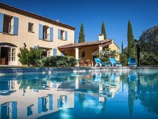 6 bedroom Villa in Paluds-de-Noves, Provence-Alpes-Côte d'Azur, France : ref 531