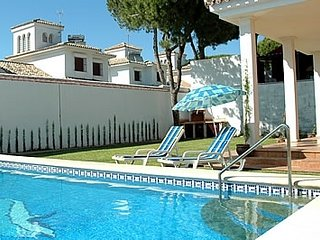 Sancti Petri Villa Sleeps 6 with Pool and WiFi - 5080269