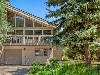 Short Walk to Bus Stops, Convenient to Vail & Beaver Creek, Private Hot Tub, Eag