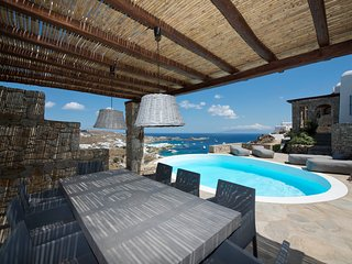 4 BDR Villa Ammonite in Psarou with private pool and sea view