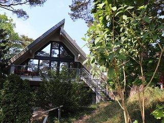 Haus Waldblick: Strandnahes Ferienhaus mit zwei Wohnungen auf Rugen.