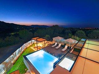 Perla Villas with 2 Heated Pools