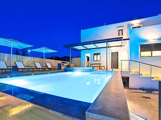 Perla Bianca Villa with Hot Tub & Swimming Pool