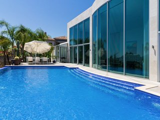 2 bedroom Villa in La Quinta, Andalusia, Spain : ref 5647456