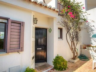 3 bedroom Villa with Air Con and Walk to Beach & Shops - 5480299