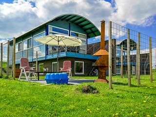 6pers. beautifull modern house with view of the Lauwersmeer with 2 terraces