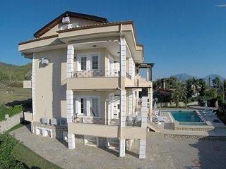 3 Bedroom Luxury Apartments in Heaven Garden, holiday rental in Yaniklar
