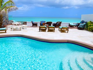 Cable Beach Luxury Oceanfront Villa in Paradise with private pool
